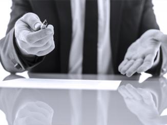 Pozor na podpis u úvěrové smlouvy -nebo u půjčky smlouva o zapůjčce - ilustrační foto